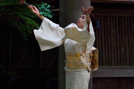 吉野丹生川上水まつり 奉納舞